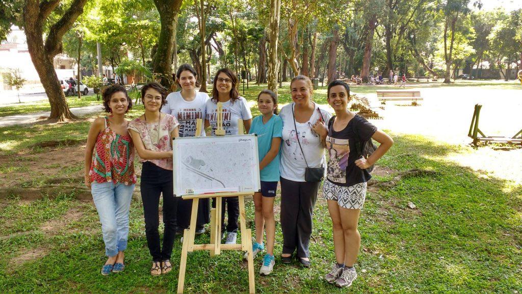 Grupo que participou da oficina do Formiga-me na Praça Conde de Barcelos