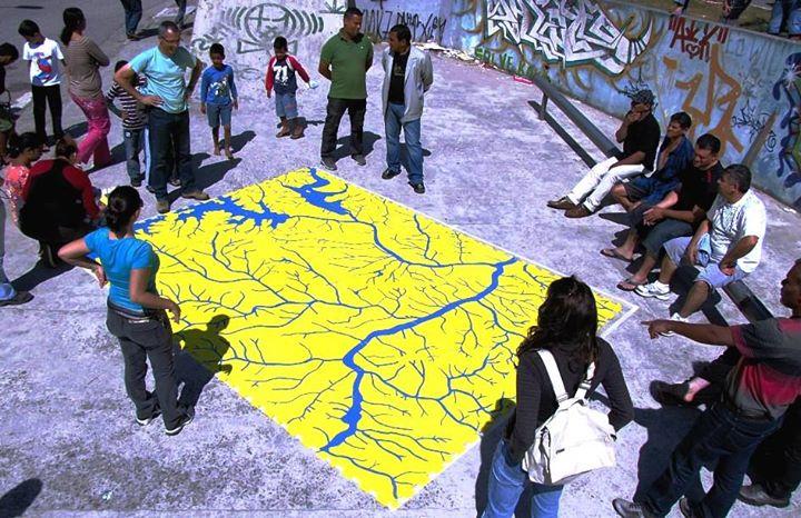 Mapa gigante dos rios de São Paulo.