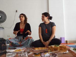 Carmen e Fernanda em roda de conversa sobre espaços seguros para mulheres na cidade